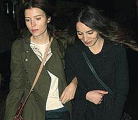 Nur Aysan ve Selma Ergeç sadece kamera önünde değil özel hayatlarında da iyi anlaşan iki arkadaş.