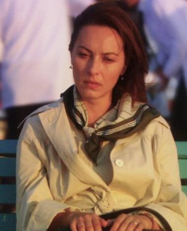 Ayça Bingöl, rol aldığı Öyle Bir Geçer Zaman ki dizisinde 40'lı yaşlarında dört çocuk sahibi bir kadını canlandırıyor.