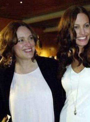 Jolie de büyüdükçe annesi Marcheline Bertrand'a benziyor.