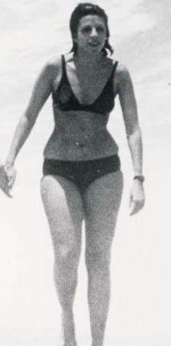 Vücut yapısı annesi Christina Onassis'in kopyası gibi.