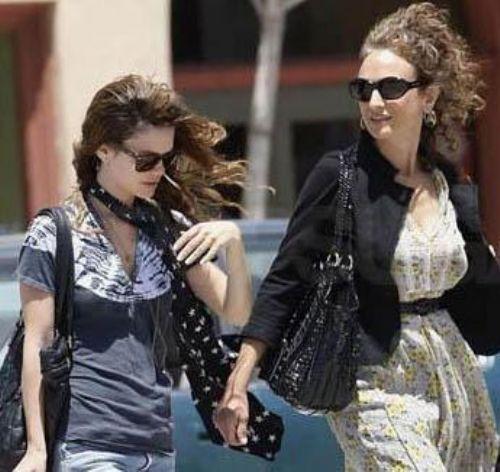 Bilson ile annesi birbirlerine çok benzemiyorlar.