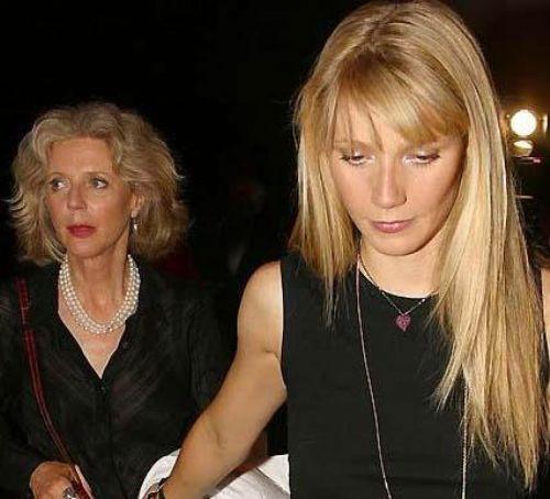Paltrow, yapımcı Bruce Paltrow ile ünlü yıldız Blythe Danner'ın kızı.