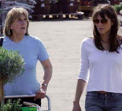 Hurley ve annesi.