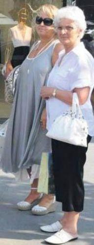 Genç oyuncunun annesi Ayla Hanım (solda) belli ki gençliğinde kızı kadar güzeldi.