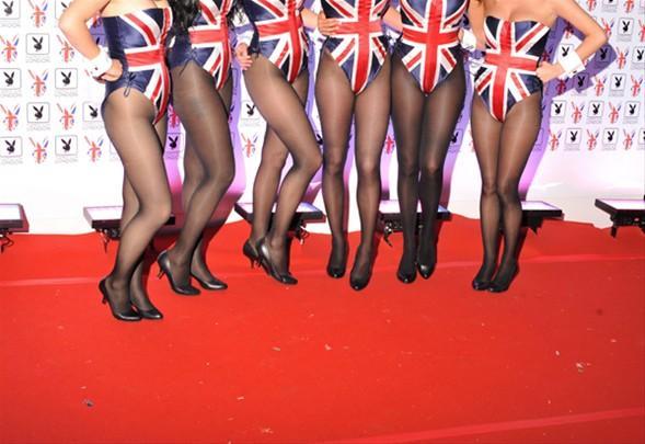 """İngiliz basını """"İngiltere'nin Playboy Kulübü'ne ihtiyacı var mıydı?"""" şeklinde sürmanşetten verdi."""