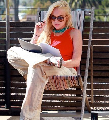 Ocak ayında 2 bin 500 dolar değerinde bir kolyeyi çaldığını itiraf eden Lindsay Lohan, geçen ay 120 gün hapse mahkum edilmiş, ancak savcılıkla yaptığı anlaşma çerçevesinde cezası hafifletilmişti.