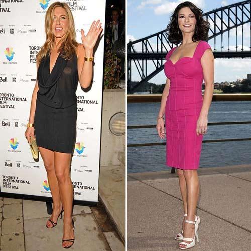 Hollywood dünyasındaki genç görünme rekabeti gün geçtikçe artıyor.   İşte aynı yaşta olan yıldızlar... Kimin yaşıtına göre daha iyi göründüğüne siz karar verin.  Oyuncu Jennifer Aniston ve Catherine Zeta Jones.