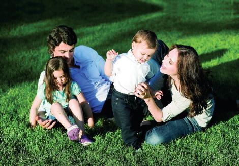 Magazin dünyasının en çok sevilen ailelerinden biri de İbrahim Kutluay, Demet Şener ve çocukları.