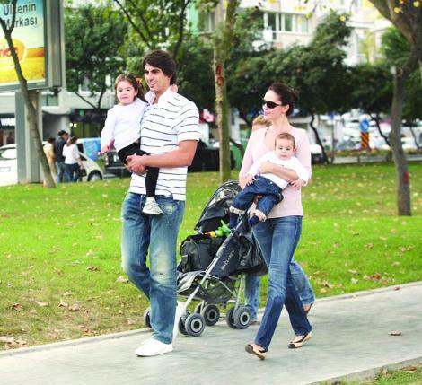 Kutluay ailesi çocukları İrem ile Ömer'i sık sık Bebek parkına götürüp onlarla birlikte vakit geçiriyor.