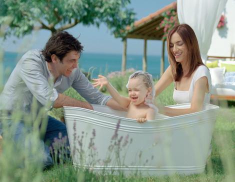Sema Şimşek ve Burak Hakkı, oğulları Rüzgar ile bir reklam filminde de oynadı.