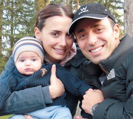 Mustafa Sandal ve Emina Sandal, oğulları Yaman ile çok mutlu.