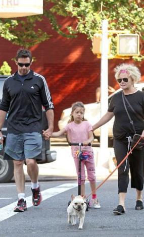 Ünlü aktör Hugh Jackman ve eşi Deborra-Lee Furness da paparazzilerin görüntülemeyi en çok sevdiği ailelerden.
