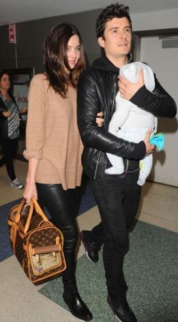Miranda Kerr ve Orlando Bloom, nereye giderlerse gitsinler oğulları Flynn'ı yanlarından ayırmıyorlar.