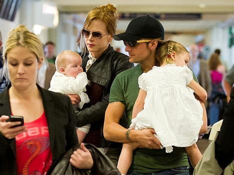 Kidman ve eşi Keith Urban, kızları Sunday Rose ve Fatih Margareth'ten bir an bile aynılmak istemiyor.