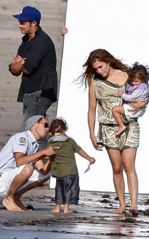 Jennifer Lopez ve Marc Anthony ikiz bebeklerini setlere bile götürüyorlar.