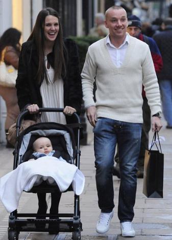 Danielle Lloyd ve Jamie O'Hara bebekleriyle gurur duyuyor.