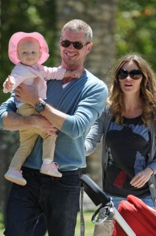 Eric Dane ve Rebecca Gayheart bebekleriyle çok mutlu.
