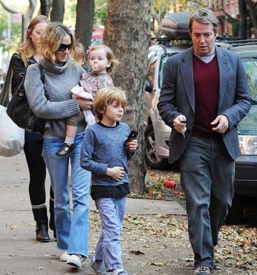 Stil ikonu Sarah Jesica Parker kimi zaman böyle sıradan bir anne gibi görünebiliyor.