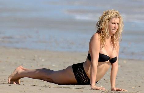 Kesha'nın neredeyse tarih öncesinden kalma bir modayı yansıtan tuhaf bikinisi magazin basınında espri konusu oldu.