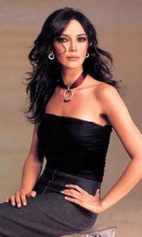 Ünlü oyuncu Hande Ataizi'nin filmden ayrılması nedeniyle Ali Özgentürk, Ataizi'ye dava açtı.