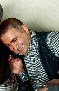 Filmin künyesinde senaryo, Şafak Sezer, Kaan Ertem, Serkan Şengül ve Suat Özkan'a ait görünüyor.