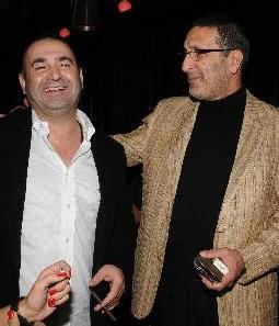 KARŞILIKSIZ ÇEK YÜZÜNDEN   Kadri'nin Götürdüğü Yere Git adlı film de Şafak Sezer ile yapımcı Cem Özer'in arasını açtı.