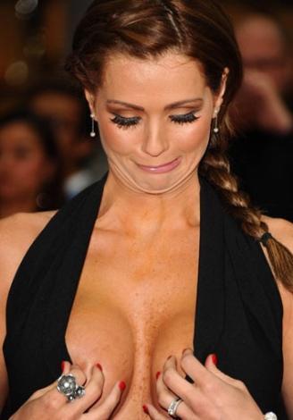 ELBİSENİN İHANETİ  Genç yıldız Nicola McLean, katıldığı Marry Crowne adlı filmin galasında abartılı göğüs dekoltesi giyince zor anlar yaşadı.
