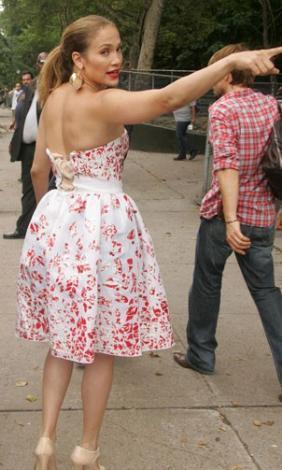 Jennifer Lopez'in elbisesi dar gelince.