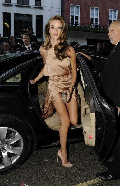 Ünlü aktör Jason Statham'la birlikte olan güzel model, son olarak Maxim dergisi tarafından dünyanın en seksi kadını seçilmişti.