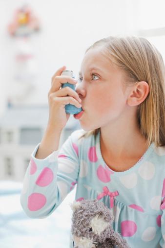 Astım, doğru tedavi ve beslenme ile kontrol altına alınabilen ancak dikkat edilmediği takdirde günlük hayatta hastayı ciddi olarak kısıtlayabilen kronik bir hastalık.