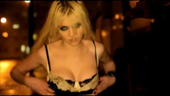 Taylor Momsen'den seksi kareler - 36
