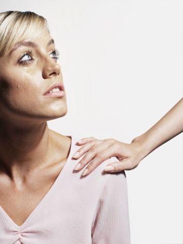 Kanser ağrıları:   Kanser hastalarının yüzde 80'i orta şiddetten ötesine varan ağrılar çekiyor. Kanser hastalarında ağrıyı yok etmek ve ağrısız uyku süresini uzatmak tedavinin önemli basamağını oluşturuyor.    İlaç tedavisine rağmen ağrısı geçmeyen veya ilaçlara bağlı yan etki gelişen hastalarda vücuda yerleştirilecek ufak borucuklar, morfin gibi ilaçların çok düşük dozlarda uygulanmasına olanak sağlıyor.   Kanser ağrısında halen en etkin ilaçları, morfin ve benzeri ilaçlar oluşturuyor. Böylece morfinin yüksek dozlarıyla  oluşabilecek yan etkiler yok oluyor.