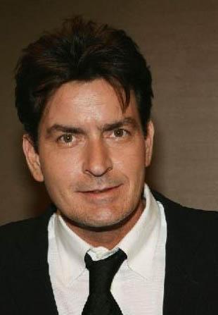 Sheen, 1995 yılında Hollywood'da ünlülere kadın sağlayan Heidi Fleiss'in kızlarıyla birlikte olduğunu ve kendi servetini bitirecek kadar çok para harcadığını itiraf etmiş, büyük tepki toplamıştı.