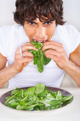 En az bir öğünde sebze bulunmalı. Sebze; zeytinyağlı, salata, ızgara ya da haşlanmış olarak tercih edilebilir.  Meyvelerin sizi kanserden koruyucu etkisinden faydalanın. Günde 2-3 porsiyon tüketin.  Kalp sağlığını destekleyen yağlı tohumlar, aşırıya kaçmamak kaydıyla, günlük beslenmeye dahil edilmeli. 3 ceviz, 10 fındık veya 10 badem iyi seçimler.