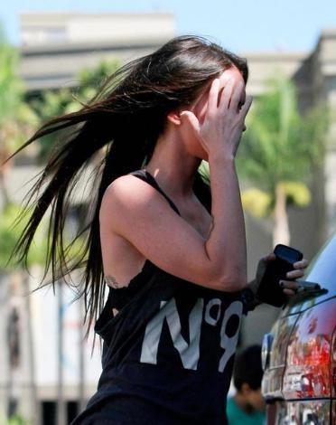 """Hollywood yıldızlarının korkulu rüyasıdır makyajsız görüntülenmek.  Bu korkunç kabus son bir kaç yıldır """" dünyanın en seksi kadını"""" unvanını kimseye kaptırmayan Megan Fox için gerçeğe dönüştü..."""