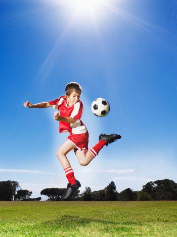 Çocuğunuzu spora yönlendirin  Çocukların 6-7 yaşında yüzme gibi ağır olmayan bir etkinlikle spora başlaması daha doğrudur. Yapılandırılmış ortamlarda antrenör denetiminde spor yapan öğrenciler kurallara uygun davranma konusunda deneyim kazanırlar. Bir gruba ait olma duygusunu yaşarlar. Spor yaparak rahatlarlar. Özgüvenleri gelişir.