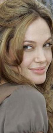 Angeline Jolie'nin hem rakibi hem benzeri...