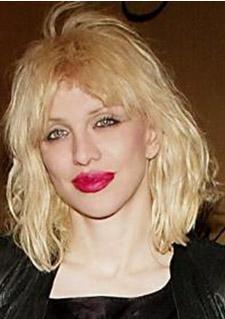 Momsen'in benzediği ünlü Courtney Love.
