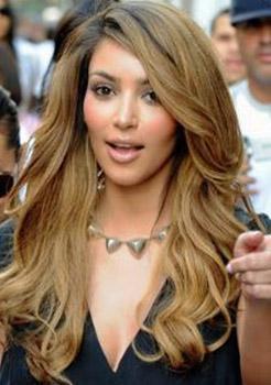 Kim Kardashian bu karede kime benziyor dersiniz...