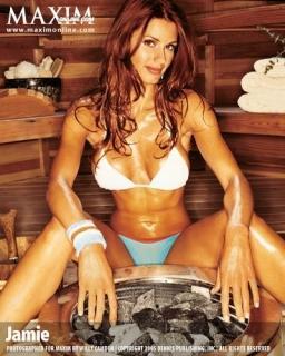 """Playboy'da erkek hayranlarının fantezilerini süsleyecek pozlar veren 1.73 boyundaki Jaime Edmonson şimdilerde tuttuğu takım Miami Dolphins'te ponpon kız olarak görev yapıyor.   Küçükken hayalinin casusluk olduğunu belirten Edmonson, """"Üniversitere ceza hukuku okudum ve polis memuru oldum.  Hiç aklımda yoktu ama bir gün bir dergiden gelen teklifl sayesinde modelliğe başladım. Sonra tekliflerin sayısı arttı. Victoria's Secret, Maxim, Playboy... İşim yorucu ama hiç şikayet etmiyorum"""" diyor..."""