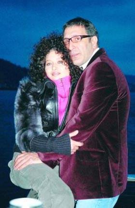 NURGÜL YEŞİLÇAY- CEM ÖZER  Onlarınki de set aşklarından... Melekler Adası dizisinin setinde tanıştı çift...