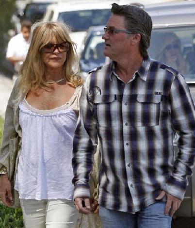 Hatta Russell, sevgilisinin ilk evliliğinden olan kızı Kate Hudson'a gerçek babası kadar yakın.
