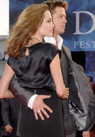 Bay ve Bayan Smith filminin setinde tanıştıklarında Pitt, Jennifer Aniston ile evliydi. Ama ünlü aktör eşini değil aşkını seçti.