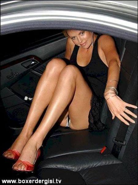 Charlize Theron megaultrasuper frikik
