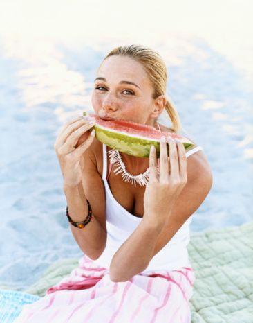 6) Karpuz kişinin hararetini alan ve serinletici etki gösteren bir meyvedir.  7) Karpuzda bulunan antioksidanlar astım, kolon kanseri, kalp rahatsızlıkları, romatoid arterit ve prostat kanseri riskinin azaltılmasında yardımcı olur.