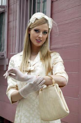 Alman oyuncu Wilma Elles'in canlandırdığı 'Caroline', yüzde 48.6 oyla birinci sırada yer aldı.