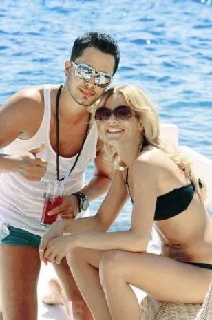 Murat Boz Yeni albümünün çıkmasıyla birlikte, konserlerine yoğun bir şekilde devam eden Murat Boz, sevgilisi Eliz Sakuçoğlu ile birlikte önce Brezilya'ya gitmeyi planlıyor.