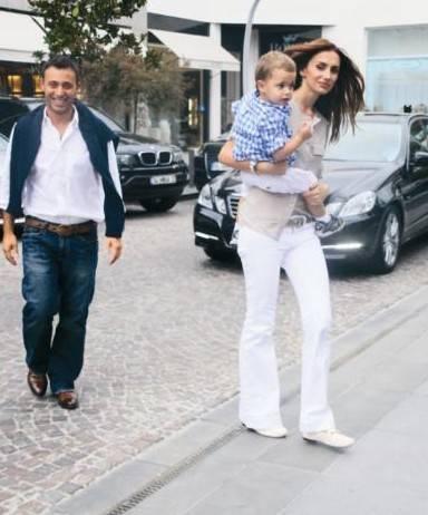 Mustafa ve Emina Sandal Mustafa-Emina Sandal ve oğulları Yaman, her yıl olduğu gibi yine Göcek'i tercih ediyorlar.