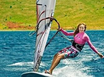 Rüzgar sörfü için Türkiye'nin en ideal yeri olan Alaçatı, Kubat'ın tatil için de tercih ettiği değişmeyen adresleri arasında.