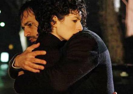Hırsız- Polis dizisi Mavi(Özlem Düvencioğlu) ve Çınar (Timuçin Esen) aşkıyla unutulmazlar arasına girdi.